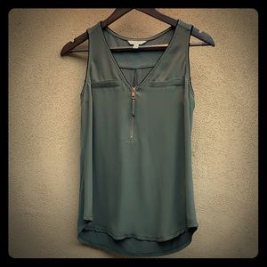 Candie's sleeveless olive green blouse